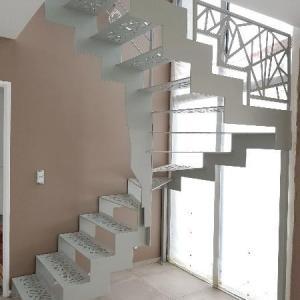 Escalier métallique à découpe laser